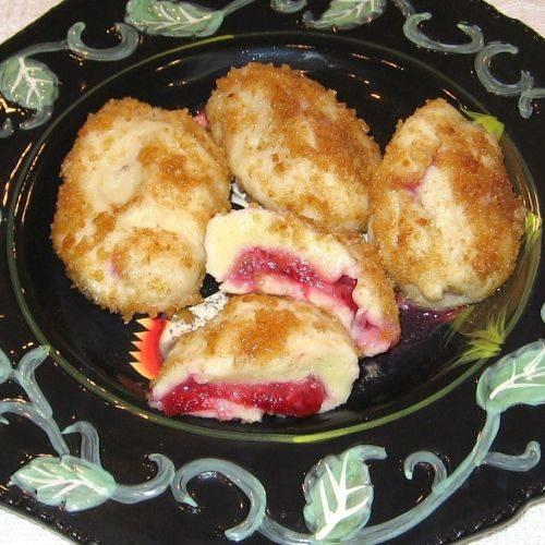 Potato plum dumplings