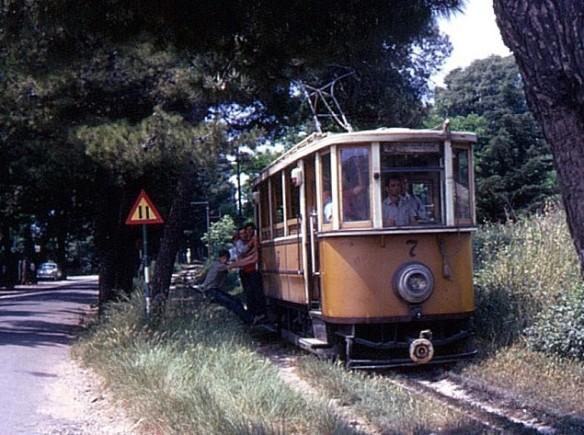 Tram 7 entering Lapad